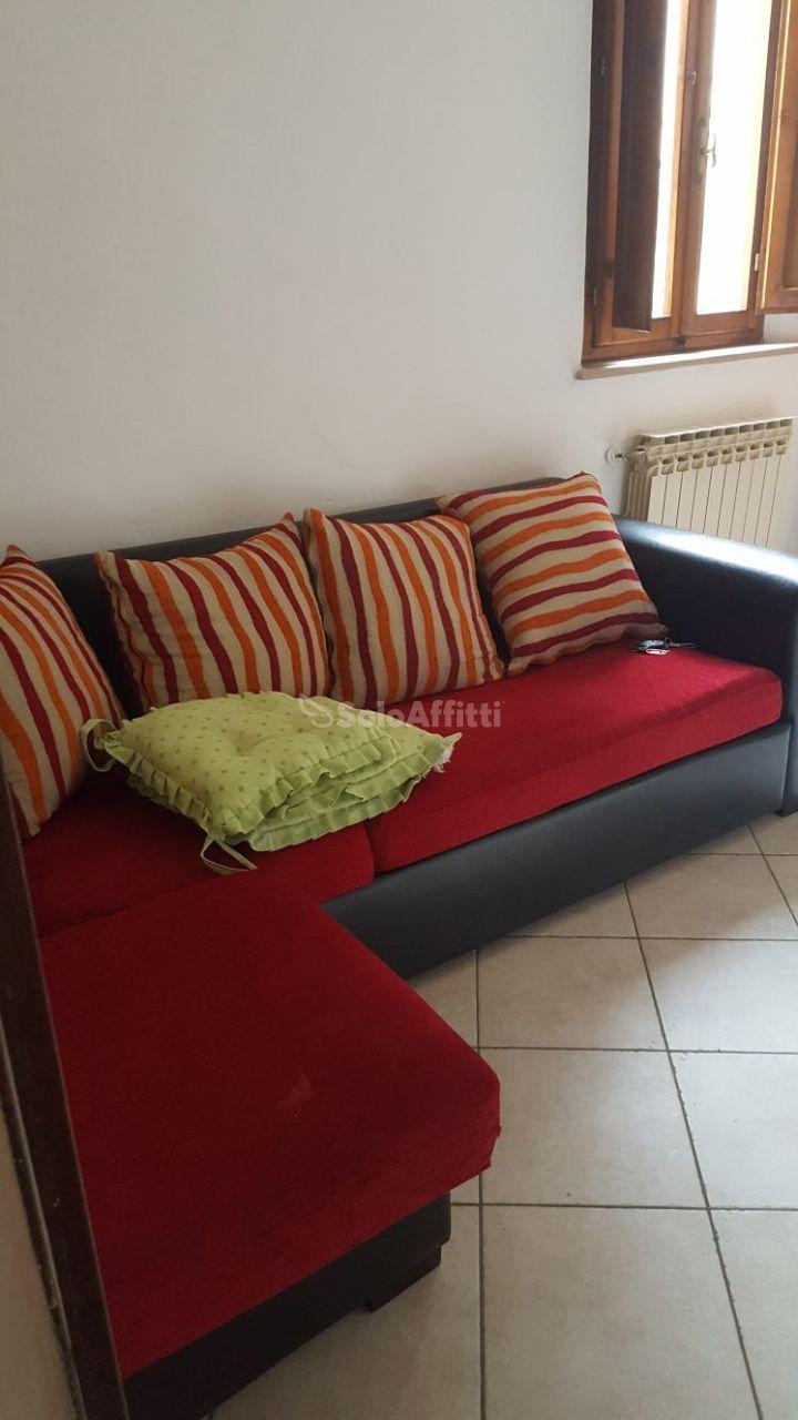 Stanza / posto letto in buone condizioni arredato in affitto Rif. 11992873