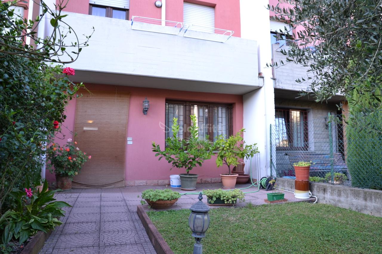 Appartamento in ottime condizioni in affitto Rif. 8107070
