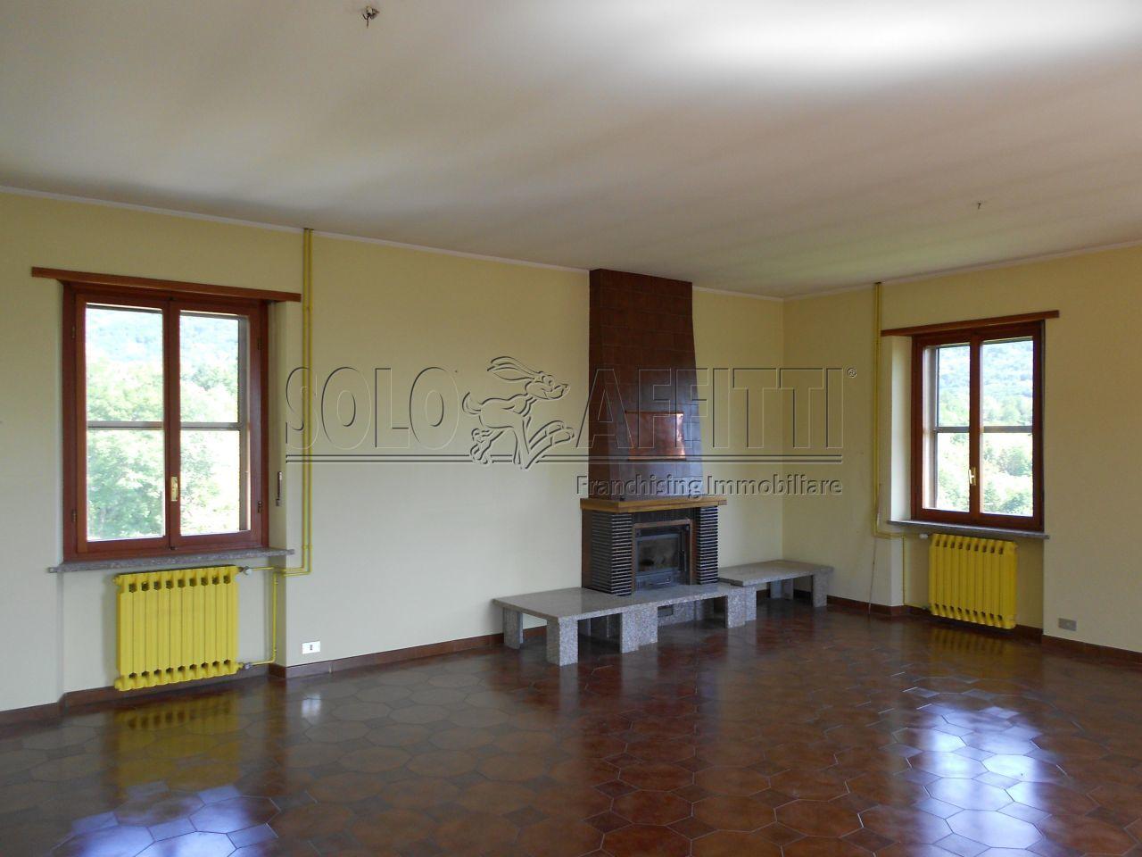Quadrilocale in buone condizioni in affitto Rif. 11460526