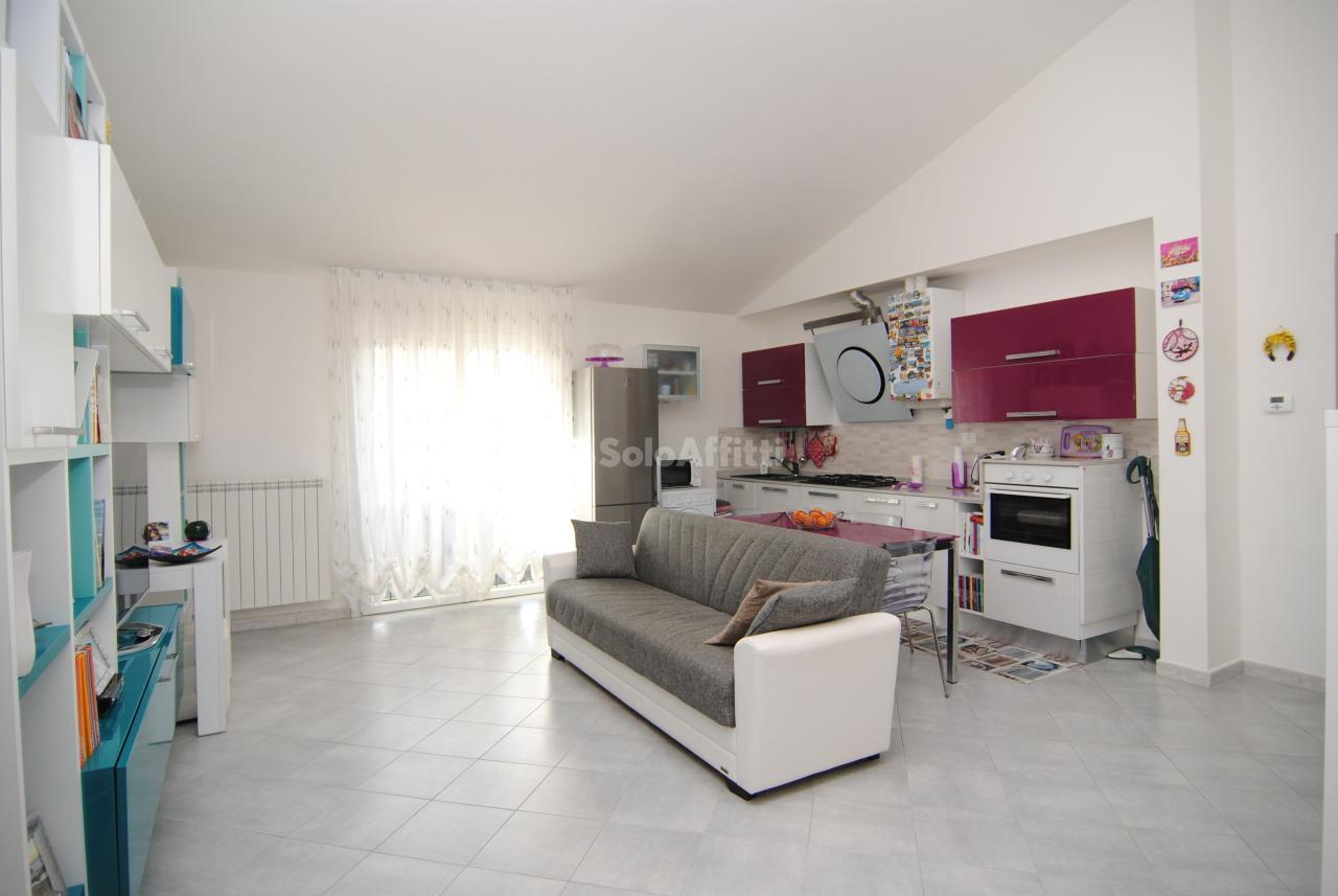 Casa Indipendente in buone condizioni in affitto Rif. 9985556