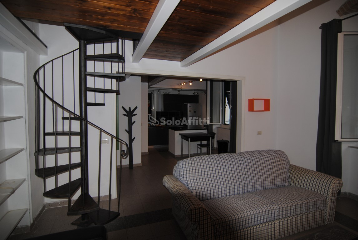 Trilocale in buone condizioni arredato in affitto Rif. 11328400