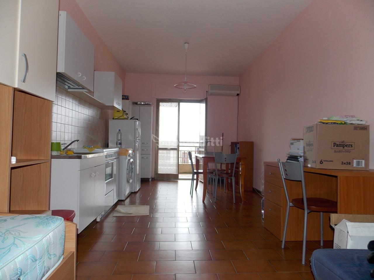 Monolocale in buone condizioni arredato in affitto Rif. 9706746