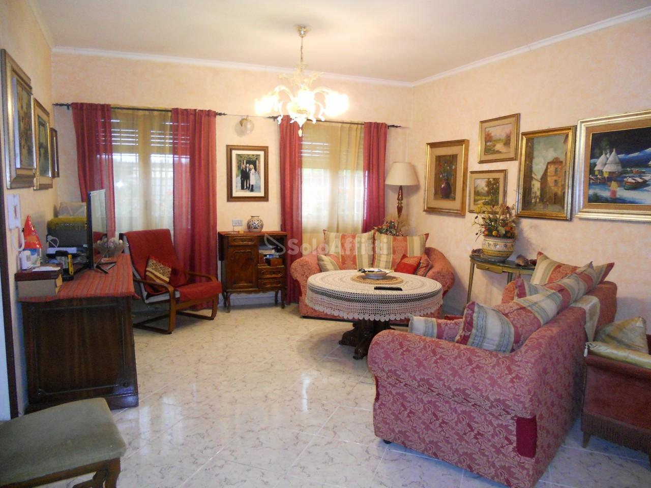Bilocale in buone condizioni in affitto Rif. 6401589