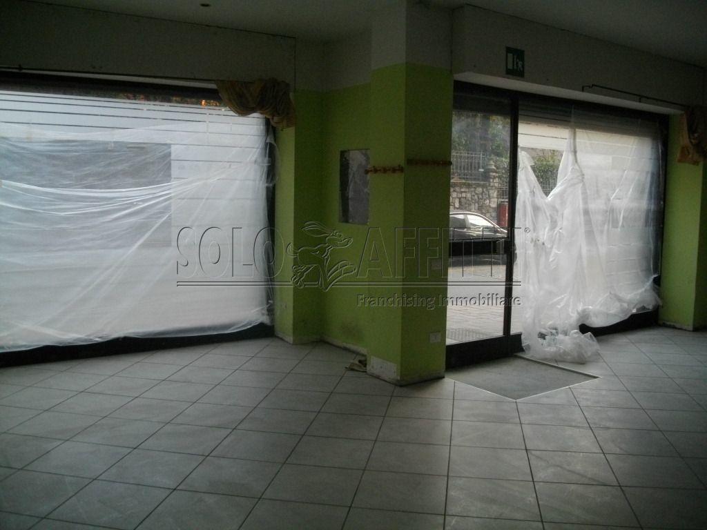 Fondo/negozio - 2 vetrine/luci a Cantù Rif. 4133115