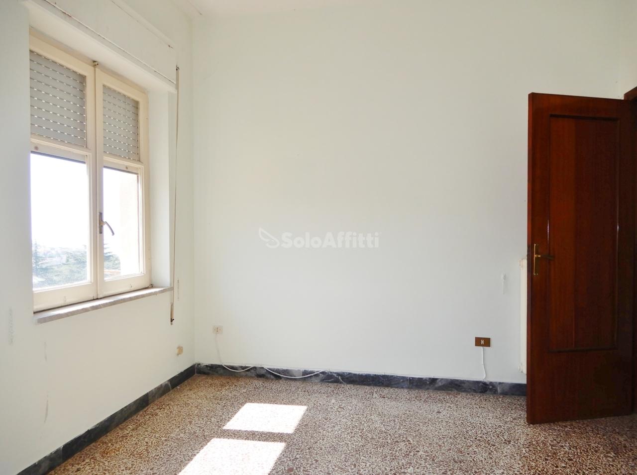 Quadrilocale in buone condizioni in affitto Rif. 10709204