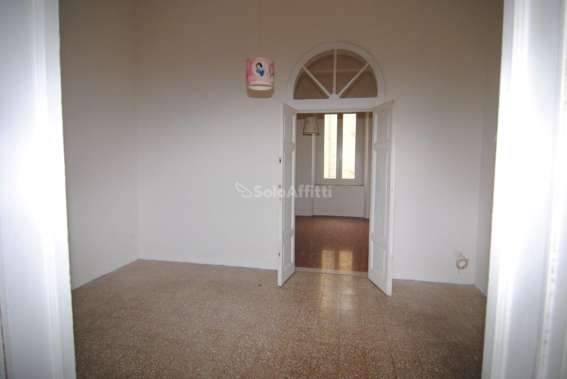 Appartamento da ristrutturare in affitto Rif. 10589570