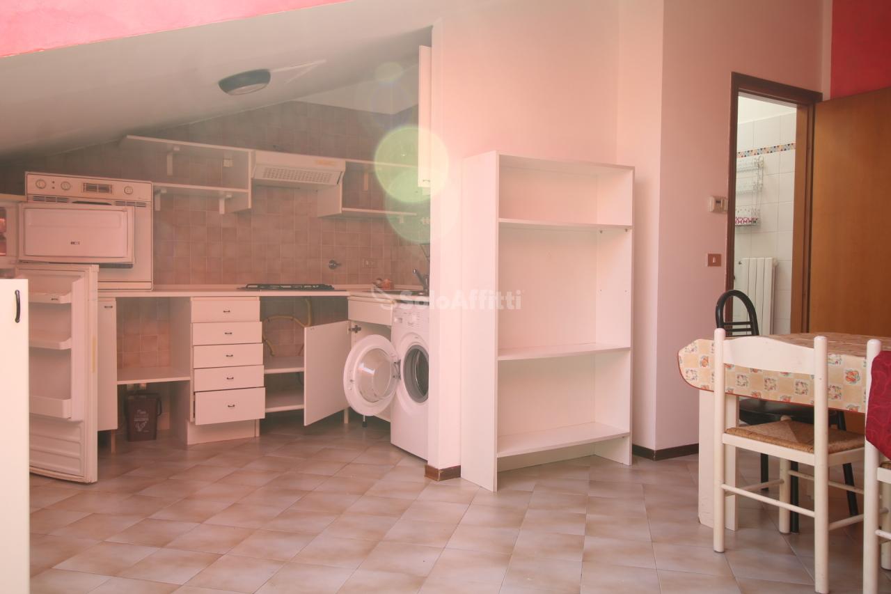 Bilocale da ristrutturare arredato in affitto Rif. 10573195