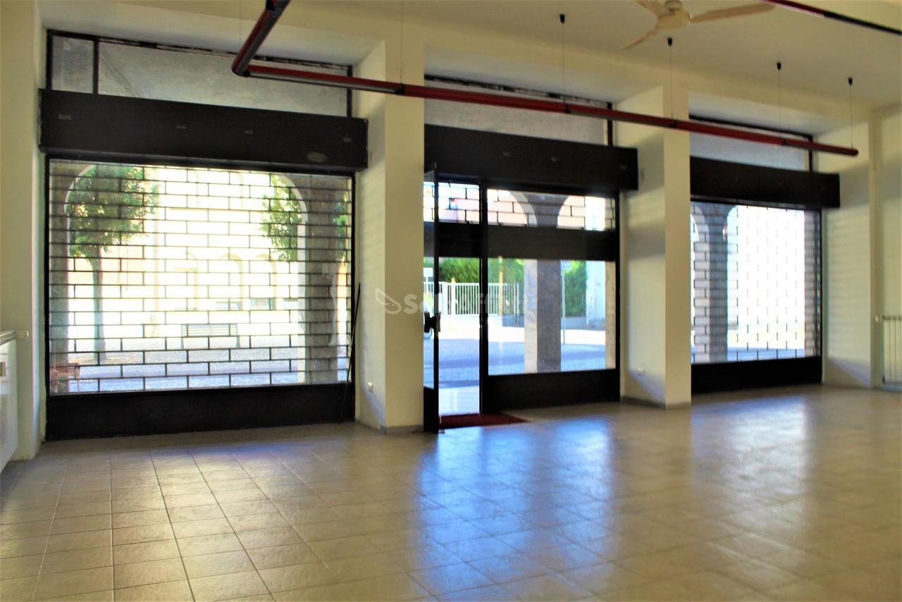 Fondo/negozio - 3 vetrine/luci a Villastanza, Parabiago Rif. 10862919
