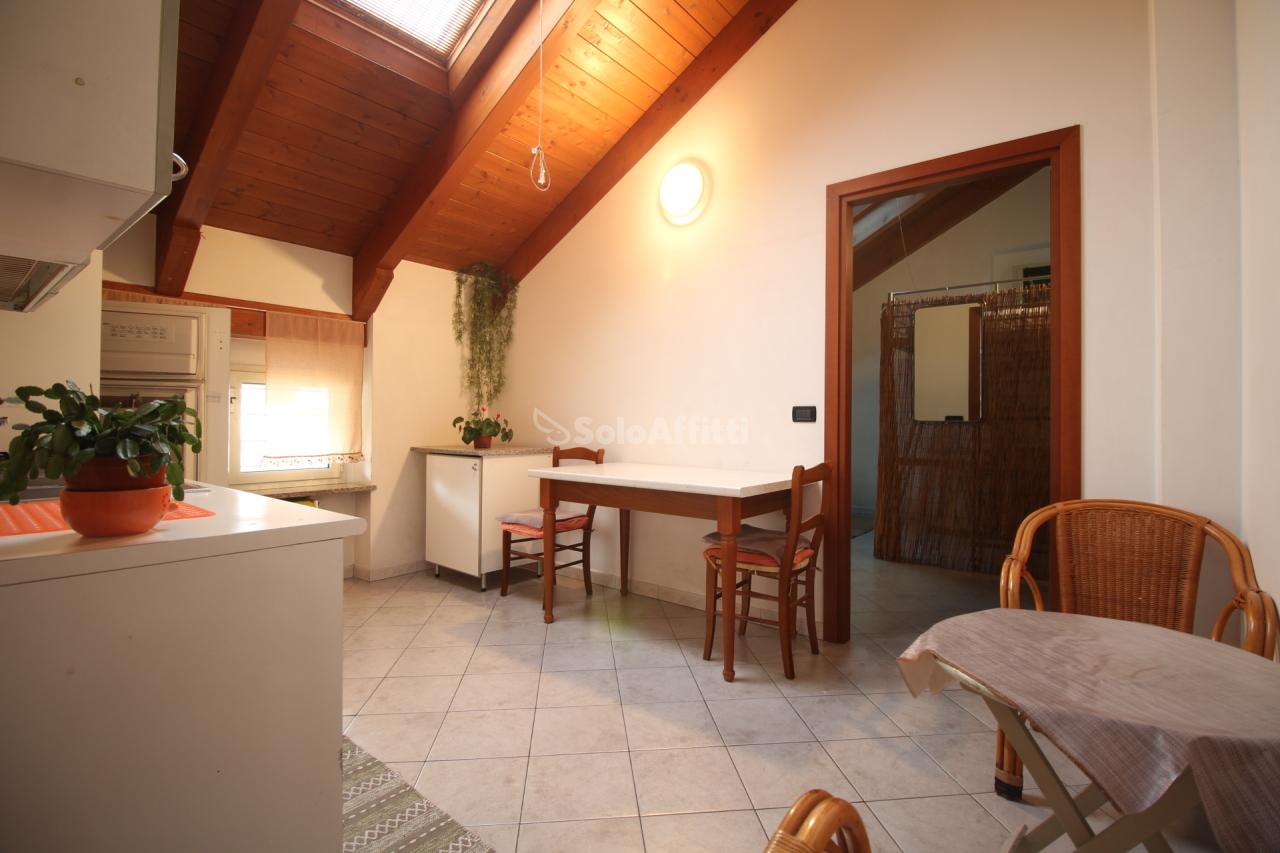 Bilocale in buone condizioni arredato in affitto Rif. 9373594