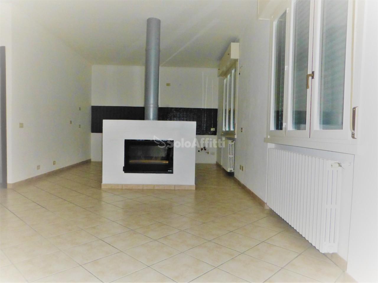 Pentalocale in ottime condizioni in affitto Rif. 8844167