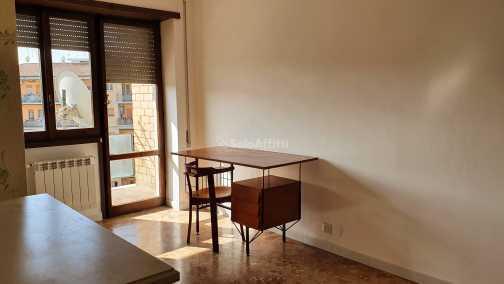 Stanza / posto letto in ottime condizioni arredato in affitto Rif. 12127371