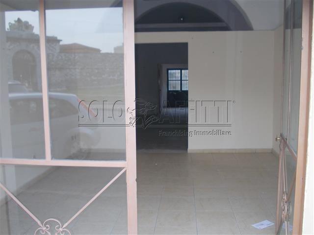 Fondo/negozio - 2 vetrine/luci a San Marco - Pontino, Livorno Rif. 4131573