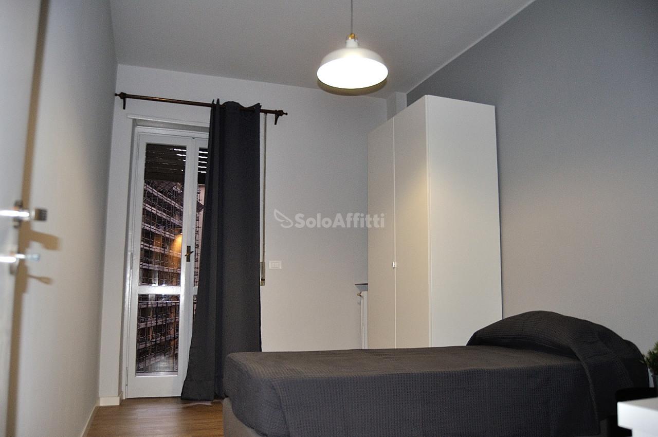 Stanza / posto letto ristrutturato arredato in affitto Rif. 12248967