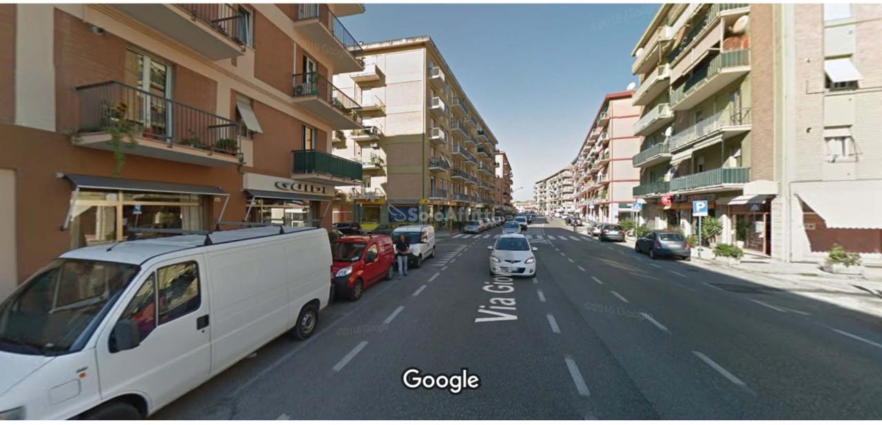 Fondo/negozio - 1 vetrina/luce a Pantano, Pesaro Rif. 4134911