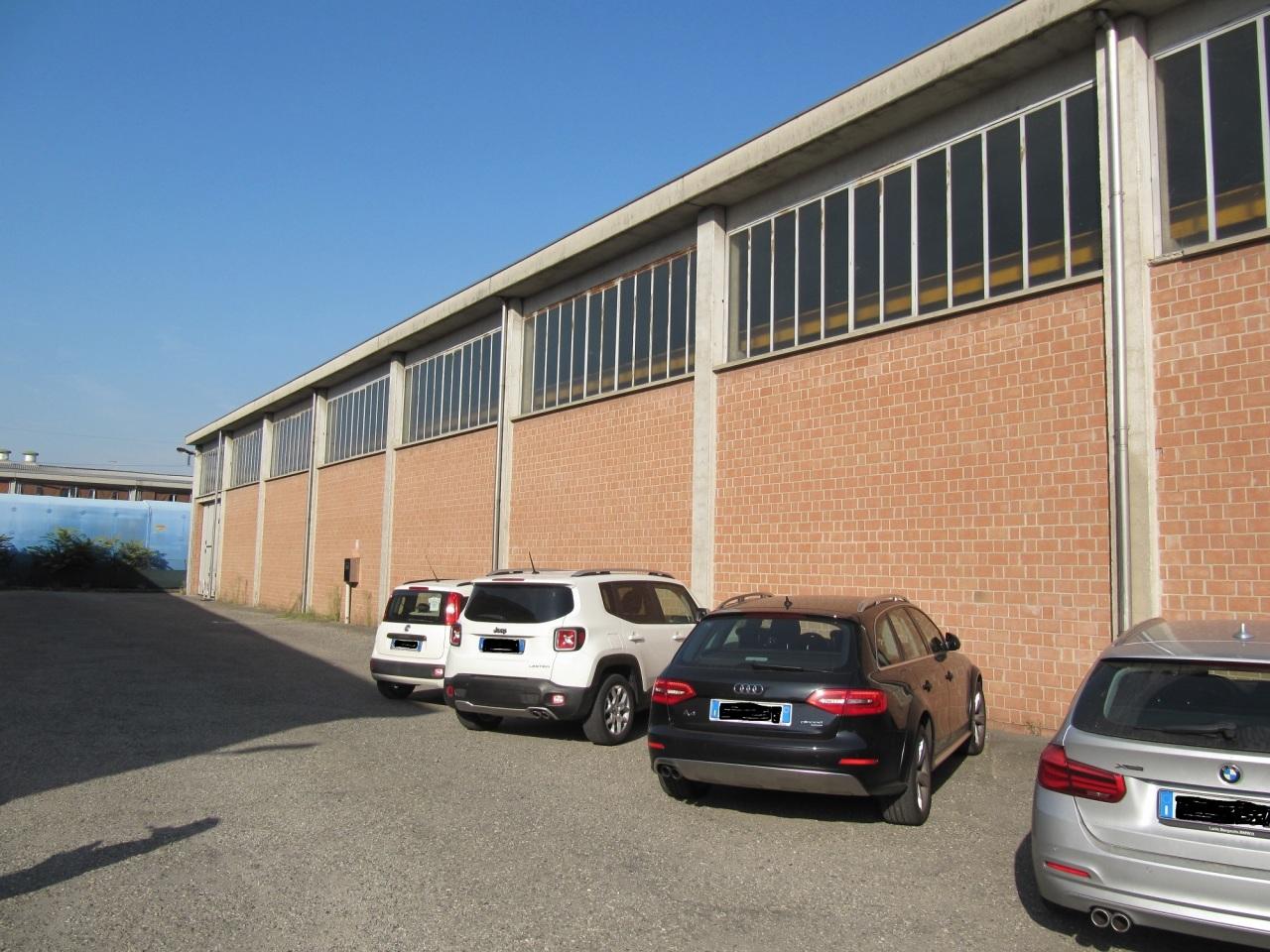 Capannone / Fondo - Industriale/Artigianale a Parma Città Ovest, Parma Rif. 11221689