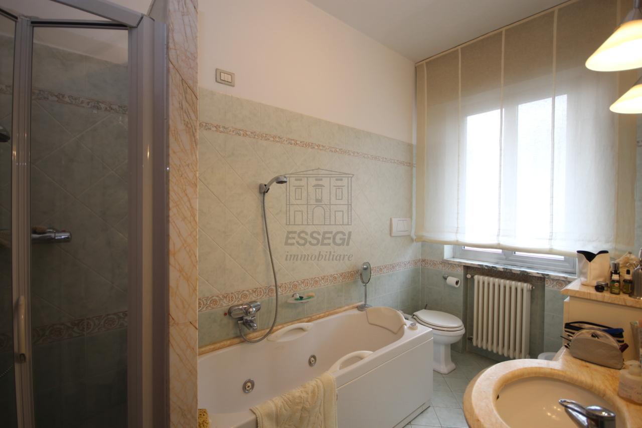 Villa divisa in due unità Lucca S. Anna IA03423 img 9