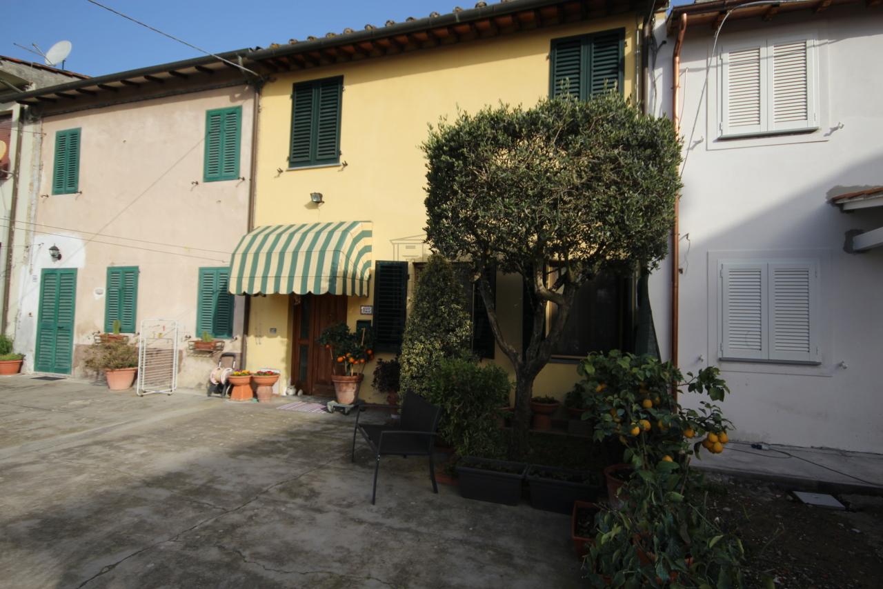 Casa di corte Capannori Lammari IA01552 img 3