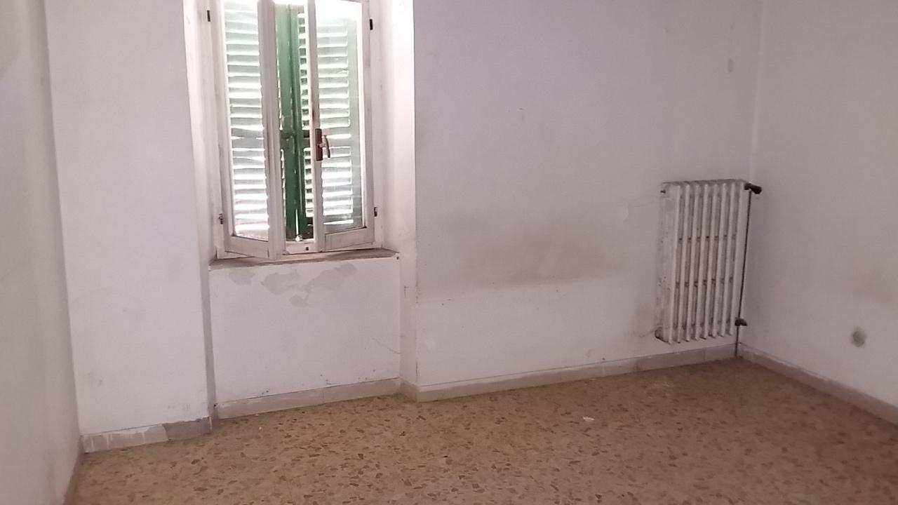 Appartamento in discrete condizioni in vendita Rif. 4145817