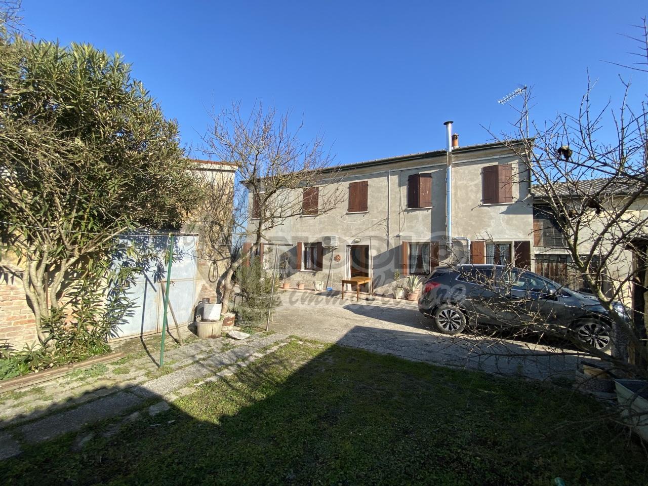Rustico / Casale in vendita a Canaro, 7 locali, prezzo € 98.000 | CambioCasa.it