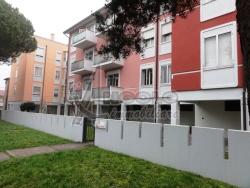 Appartamento in Vendita a Rovigo, zona CENTRO-QUARTIERI , 92'000€, 120 m², con Box