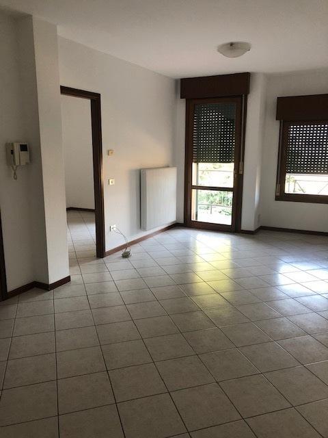 Appartamento in vendita a Lonigo, 3 locali, prezzo € 65.000   CambioCasa.it