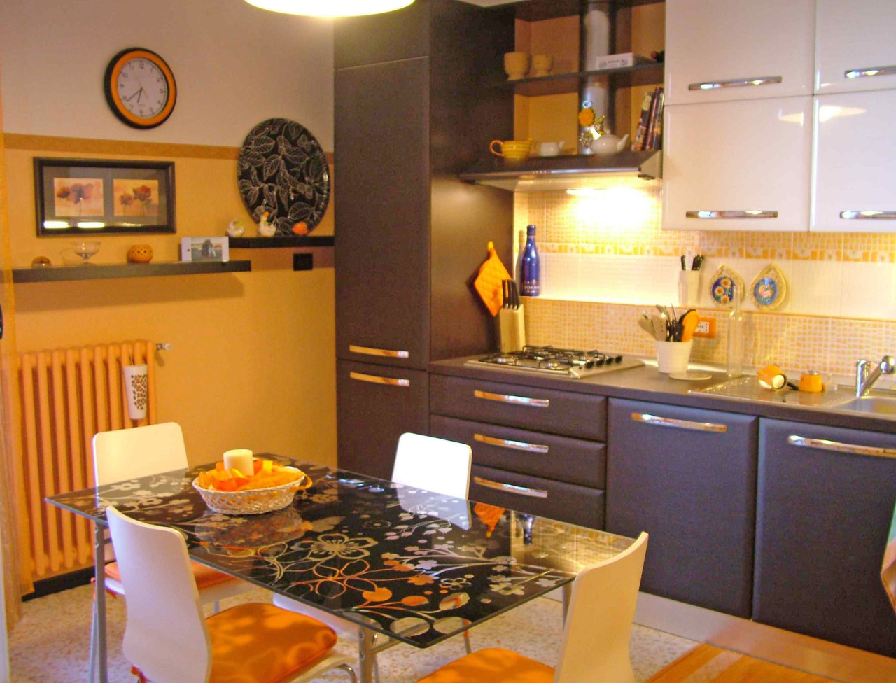 Stanza / posto letto in ottime condizioni arredato in affitto Rif. 11586793