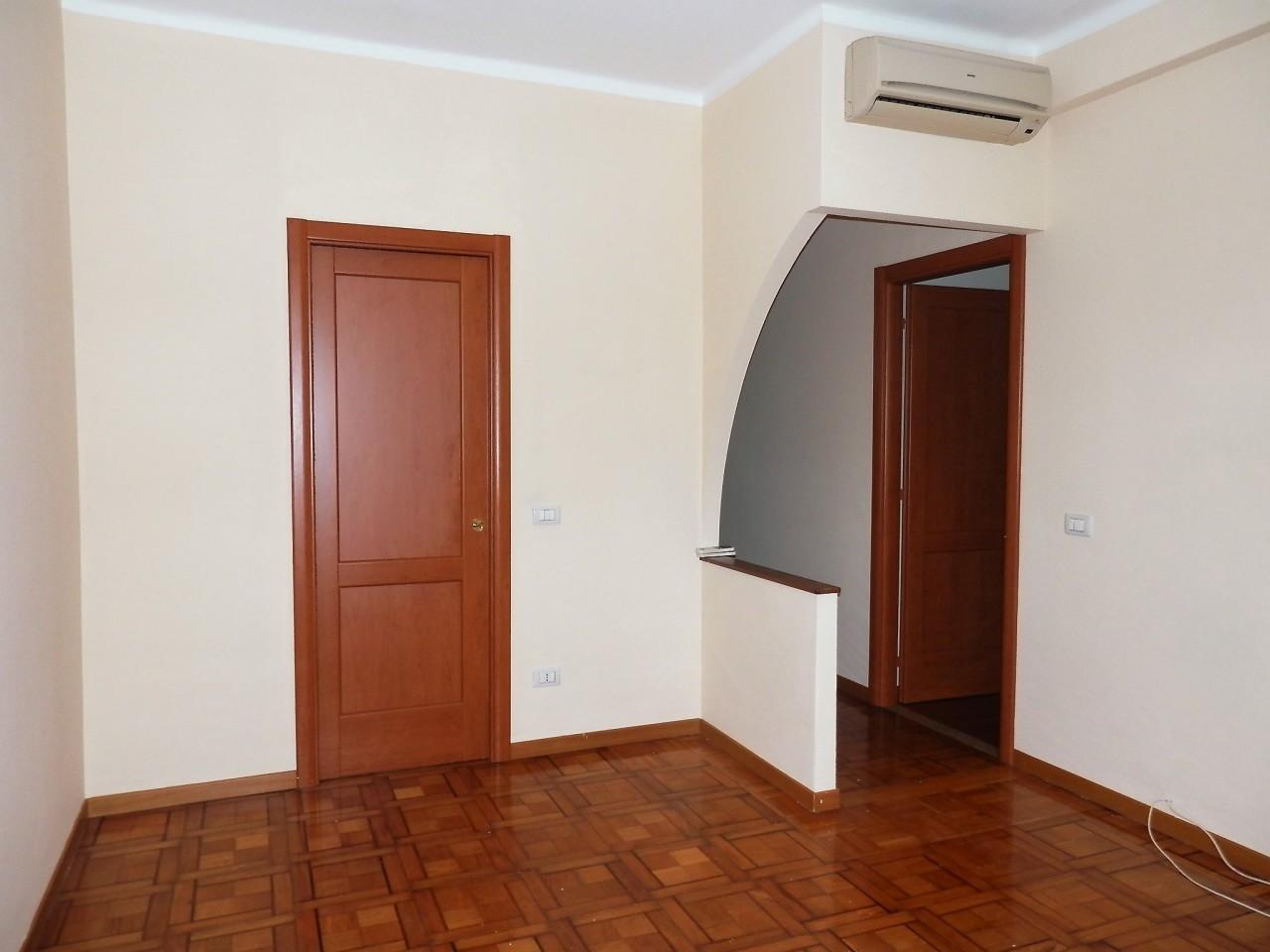 Appartamento in affitto a SanRemo, 5 locali, prezzo € 700 | PortaleAgenzieImmobiliari.it