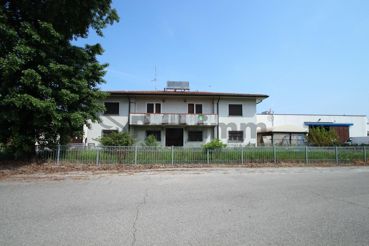 Capannone con uffici a Ferrara Rif. 10547115