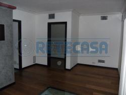 Ufficio in Affitto a Seriate, zona COMUNE, 120 m²