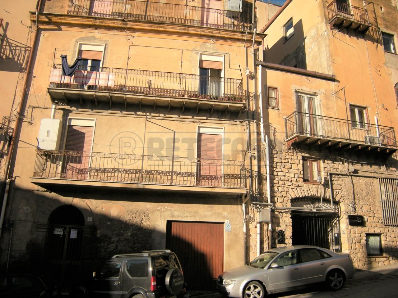 Appartamento in buone condizioni in vendita Rif. 4128262