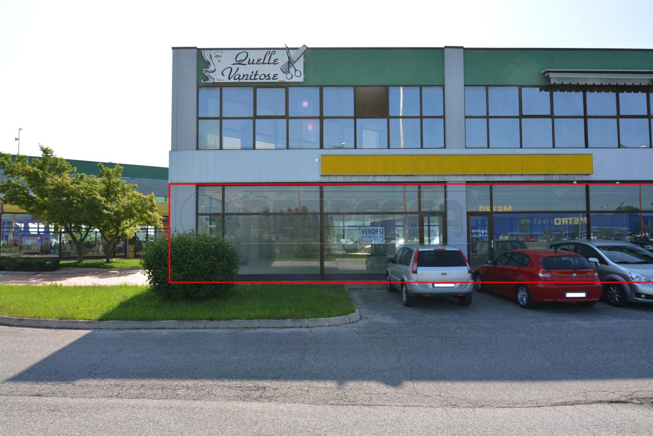 Negozio / Locale in vendita a Tavagnacco, 9999 locali, prezzo € 373.000 | CambioCasa.it