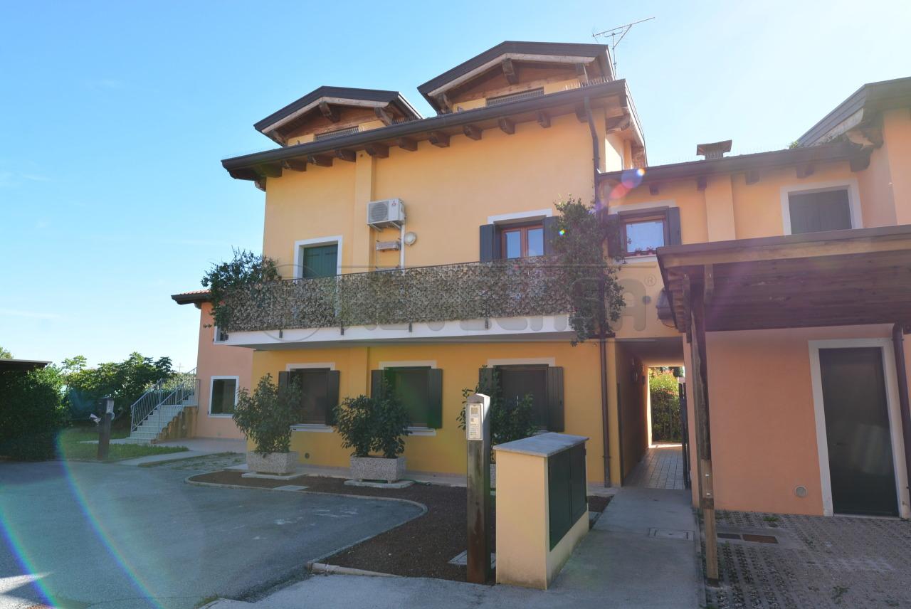 Appartamento in ottime condizioni in vendita Rif. 7955274