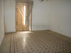Appartamento in Vendita a Caltanissetta, zona CENTRO, 140 m²