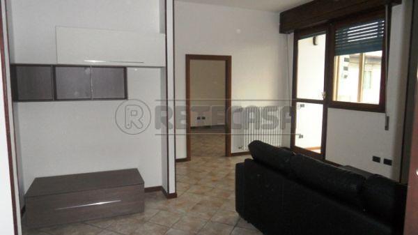 Bilocale in buone condizioni arredato in affitto Rif. 10306139