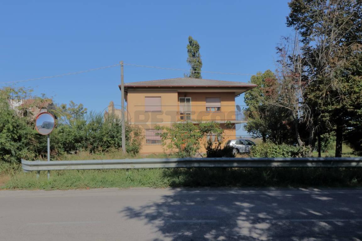 Villa in discrete condizioni in vendita Rif. 11266539