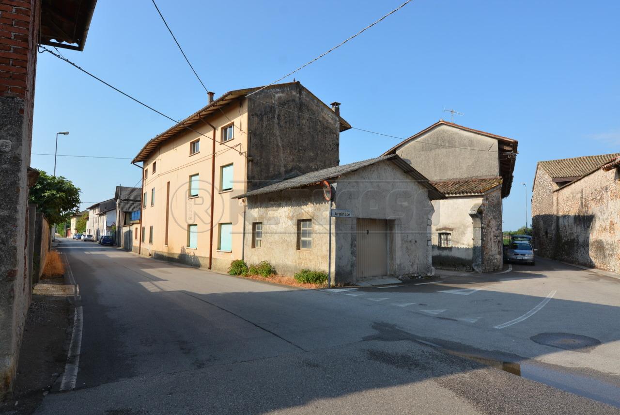 Rustico / Casale in vendita a Pozzuolo del Friuli, 12 locali, prezzo € 159.000 | CambioCasa.it