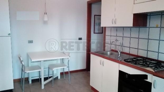 Bilocale in buone condizioni arredato in affitto Rif. 8893857