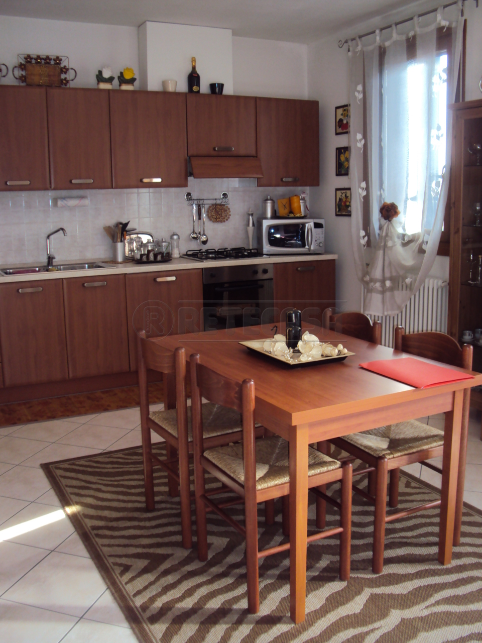 Appartamento in buone condizioni arredato in affitto Rif. 9599410