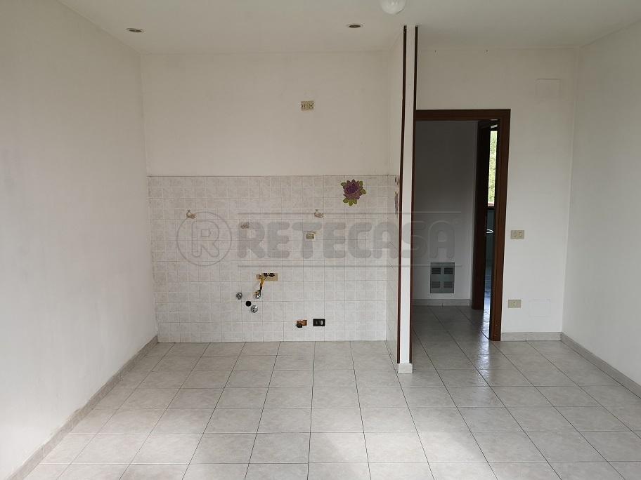Bilocale in buone condizioni in affitto Rif. 10231000