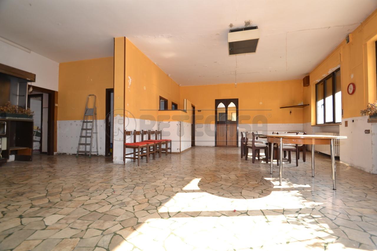 Negozio / Locale in vendita a Valdagno, 9999 locali, prezzo € 50.000   CambioCasa.it