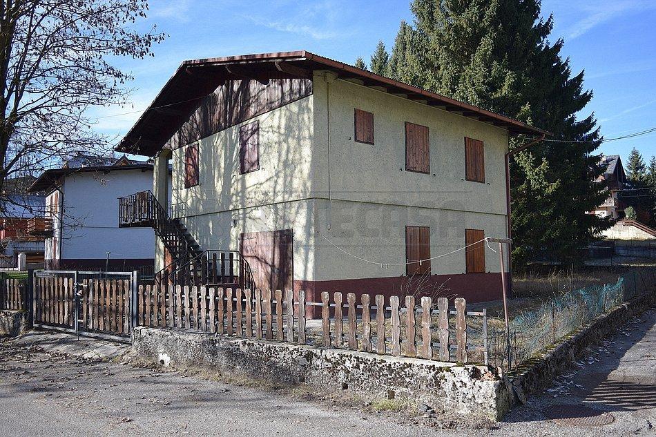 Villa in vendita a Roana, 8 locali, prezzo € 139.000   CambioCasa.it
