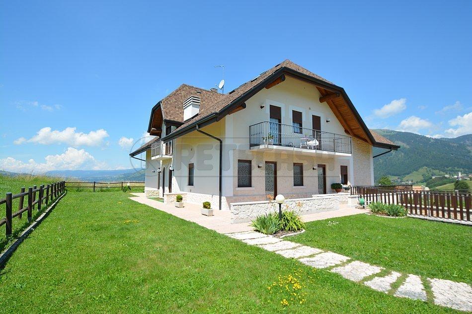 Appartamento in vendita a Foza, 3 locali, prezzo € 105.000   CambioCasa.it