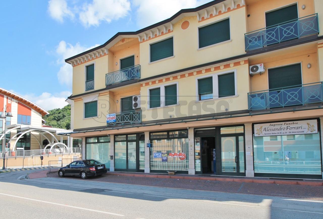 Ufficio / Studio in vendita a Chiampo, 5 locali, prezzo € 190.000   CambioCasa.it