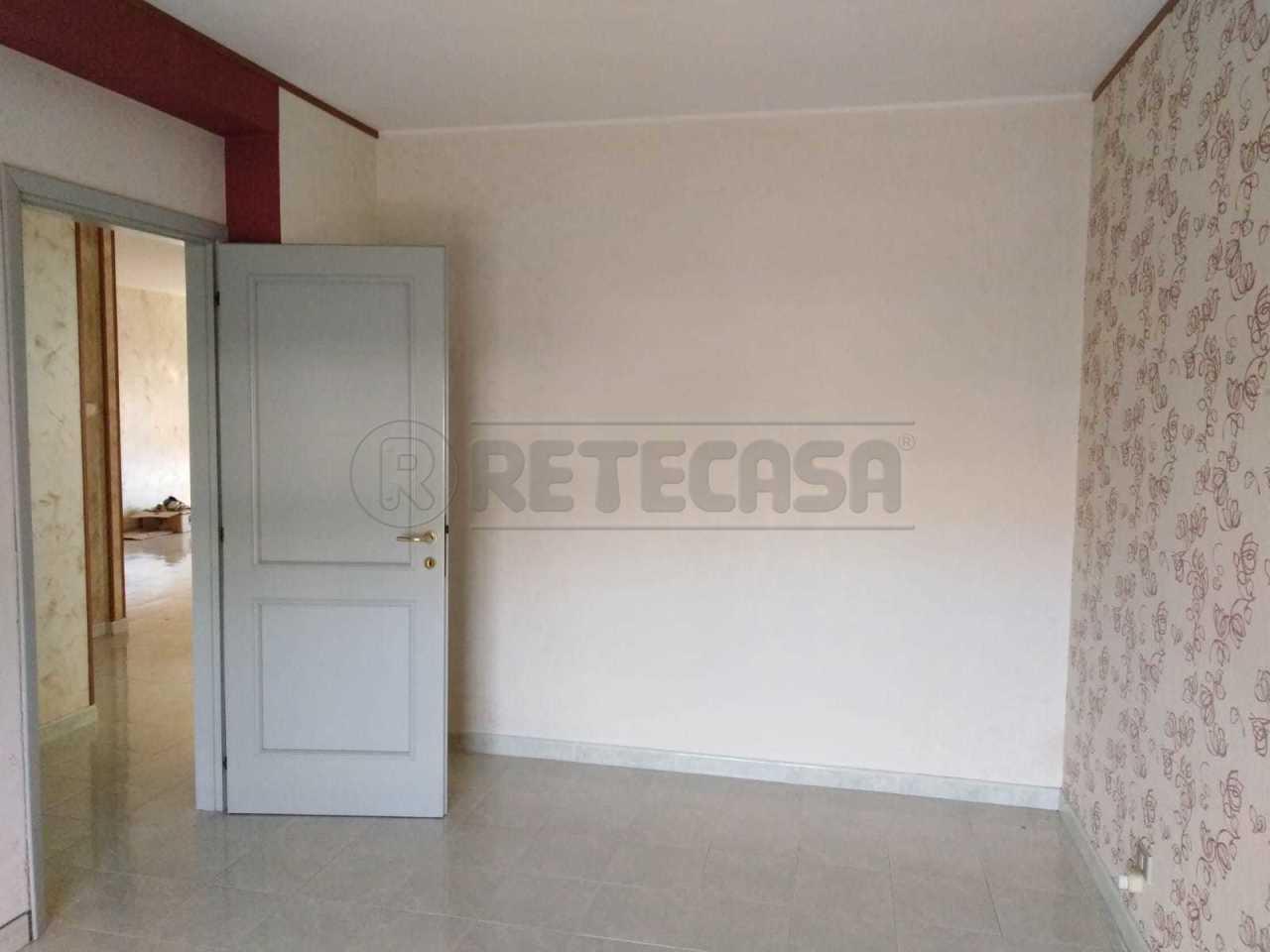 Quadrilocale in buone condizioni in affitto Rif. 10471358