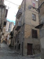 Immobile commerciale in Vendita a Caltanissetta, zona CENTRO  STORICO, 12'000€,