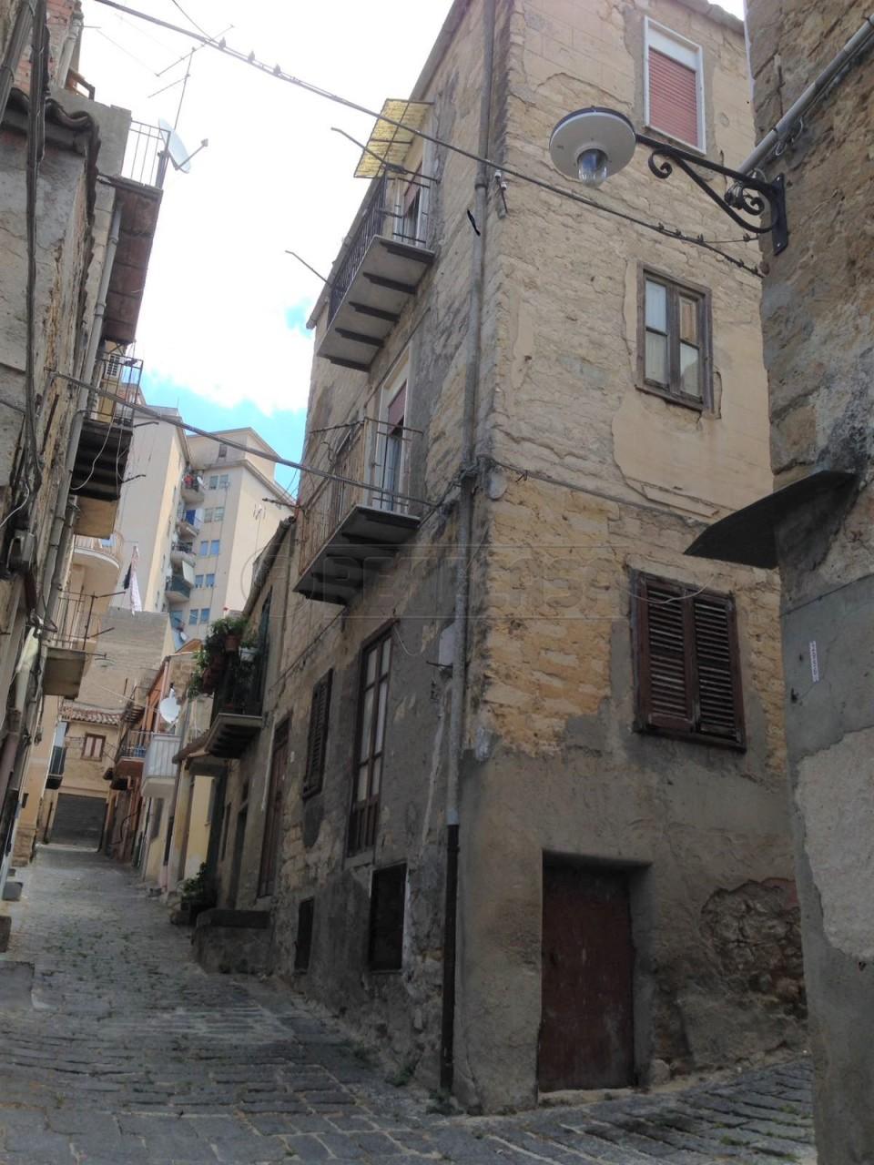 Palazzina / Stabile a CENTRO  STORICO, Caltanissetta