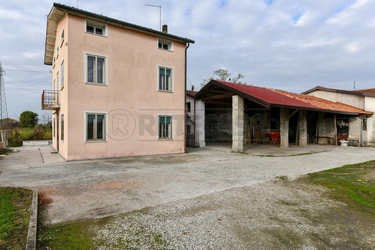 Soluzione Indipendente in vendita a San Pietro in Gu, 8 locali, prezzo € 145.000 | CambioCasa.it
