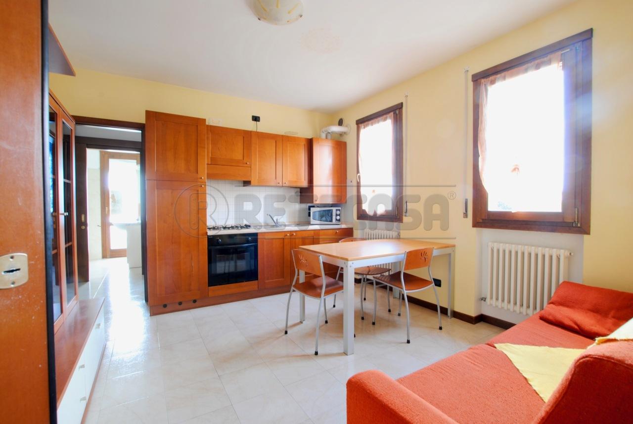 Appartamento in buone condizioni arredato in vendita Rif. 9566002