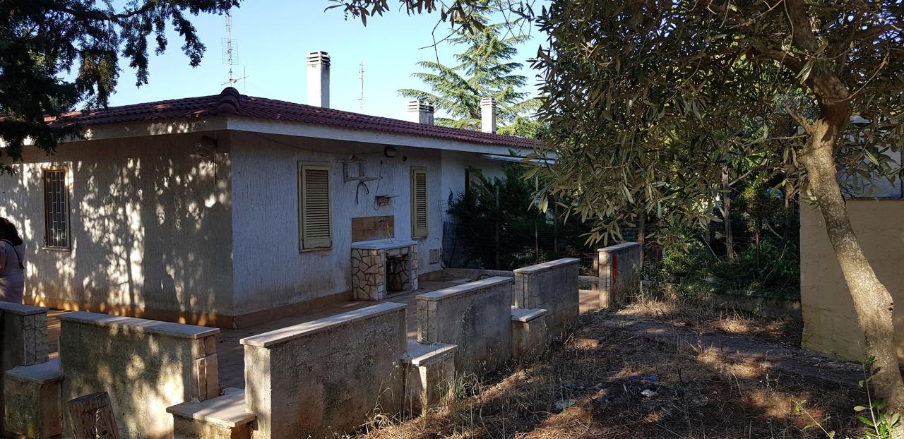 Villa in buone condizioni in vendita Rif. 10994317