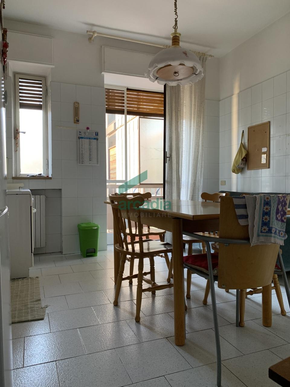 Appartamento in vendita a Bari, 4 locali, prezzo € 275.000 | CambioCasa.it